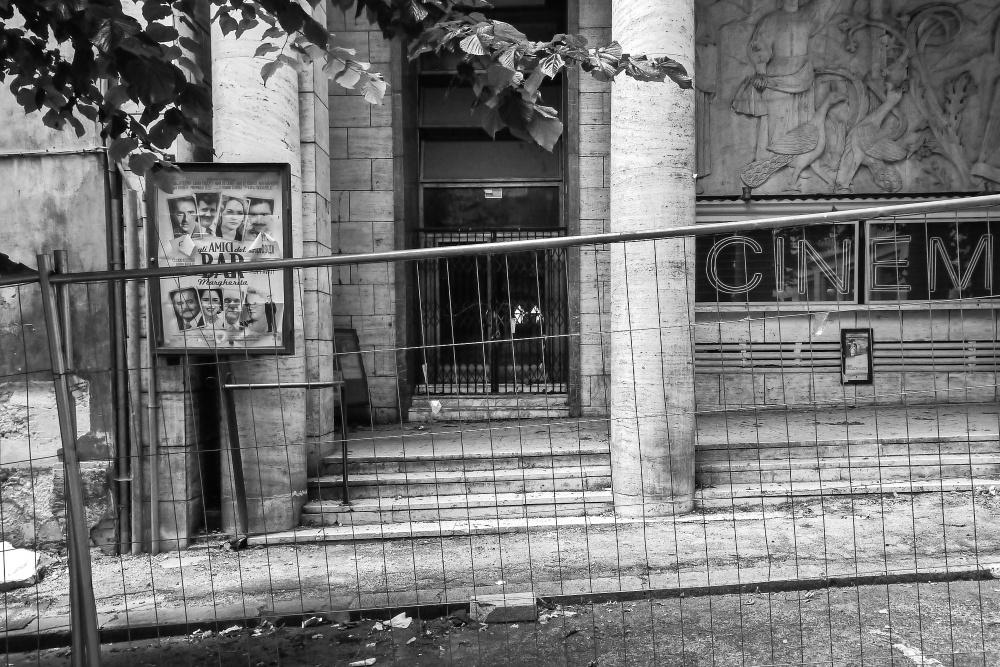 """L'Aquila, centro storico, giugno 2012 """"Gli amici del Bar Margherita"""", di Pupi Avati. Distribution: uscita venerdì 3 aprile 2009"""