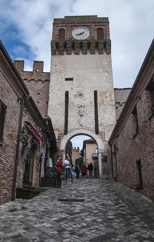 Gradara, castello - testimone della storia tra Paolo e Francesca